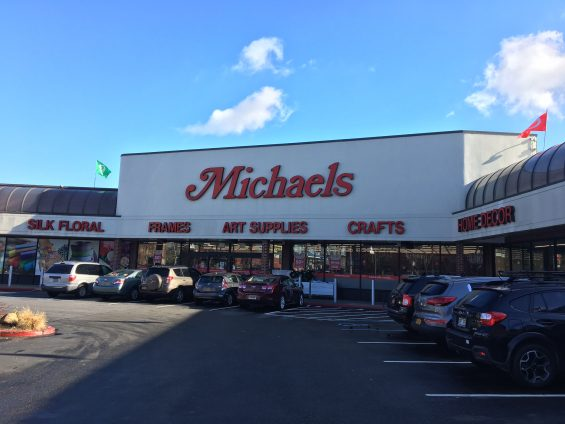 thieves break into michaels craft store  take  9 000 cash